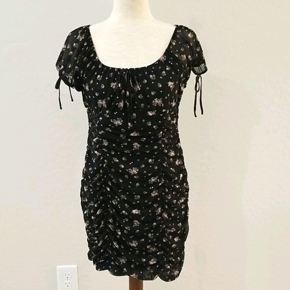 Sexy ruched detail floral dress Large